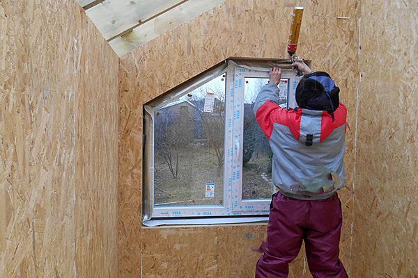 Окна в доме из СИП-панелей