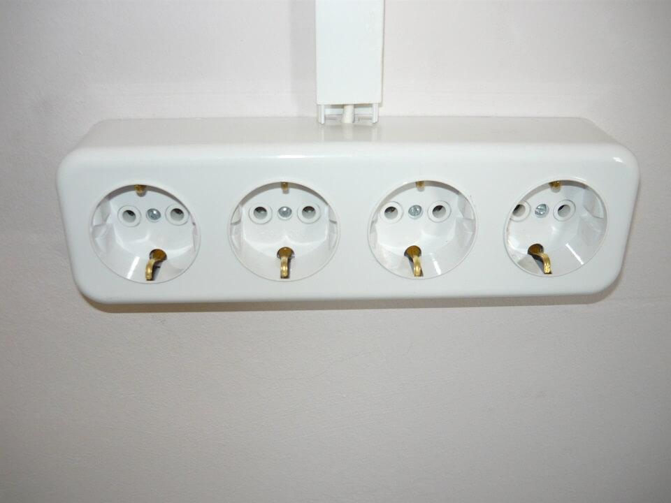 Электрические розетки: устройство и виды