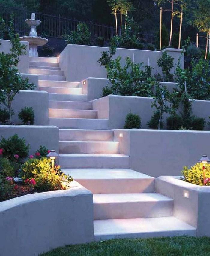 Освещение лестницы в частном доме