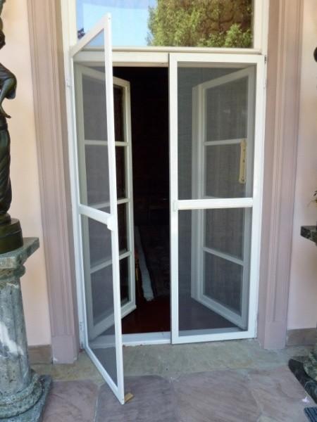 Москитная сетка на пластиковую дверь