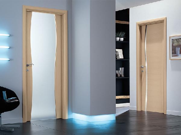 Двери в туалет и ванную