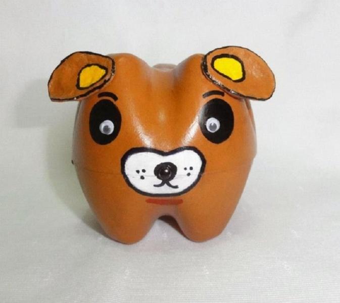 Собака из пластиковых бутылок