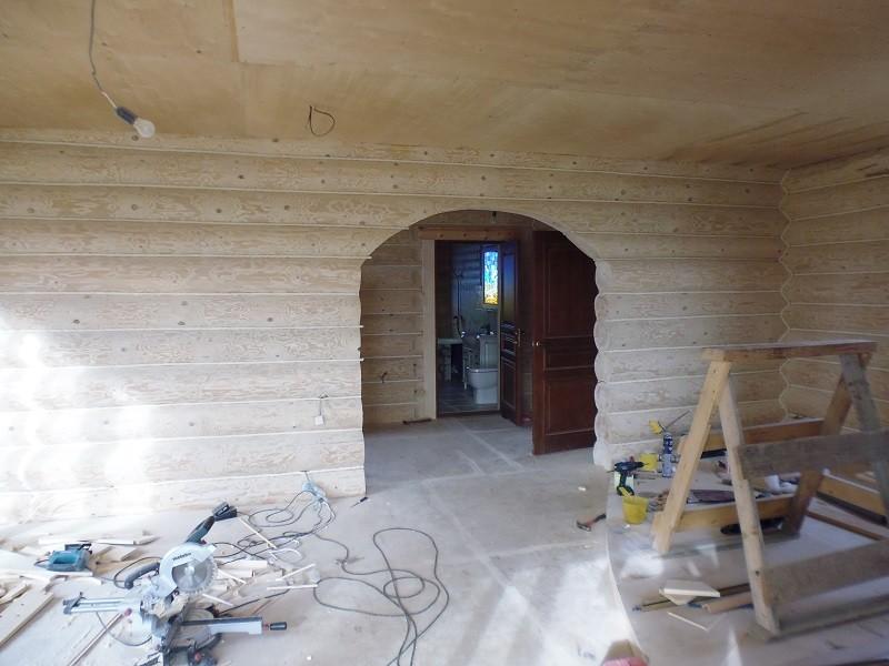 гостинная в доме из бревна
